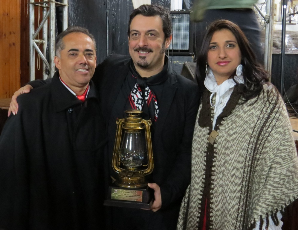 Troféu Candeeiro Farrapo é entregue a Cristiano Quevedo