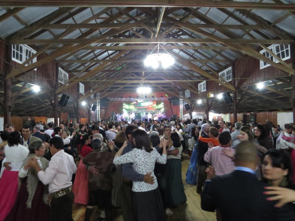 Porteira comemora aniversário de Vacaria com baile dos Monarcas