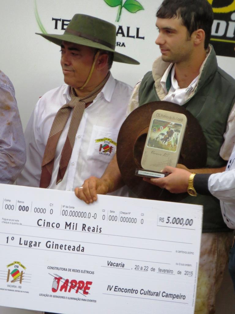 Campeões da Gineteada no IV Encontro Cultural e Campeiro