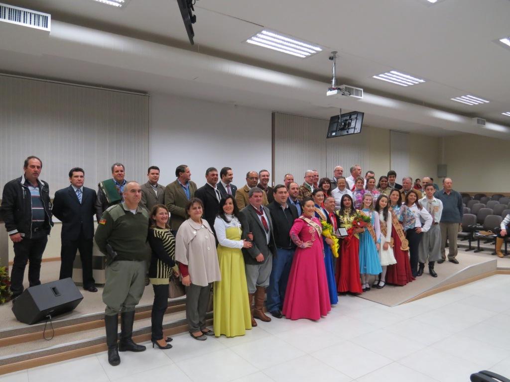 Câmara de vereadores presta homenagem ao CTG Porteira do Rio Grande
