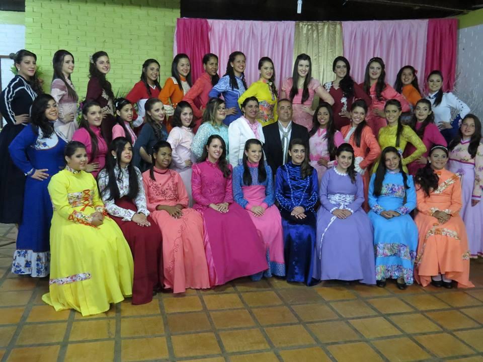 CTG Porteira do Rio Grande realiza baile da Prenda Jovem