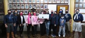 PORTEIRA FAZ DOAÇÃO À LIGA FEMININA DE COMBATE AO CÂNCER